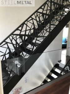 Escalier droit en metal avec garde corps laser