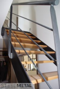Escalier mixte bois métal avec garde-corps