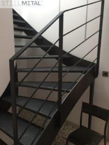 Escalier tôle larmée