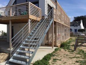 escalier droit metal et bois fabrication et distribution. Black Bedroom Furniture Sets. Home Design Ideas
