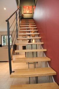 Escalier droit metal et bois - Stahl avec limon central
