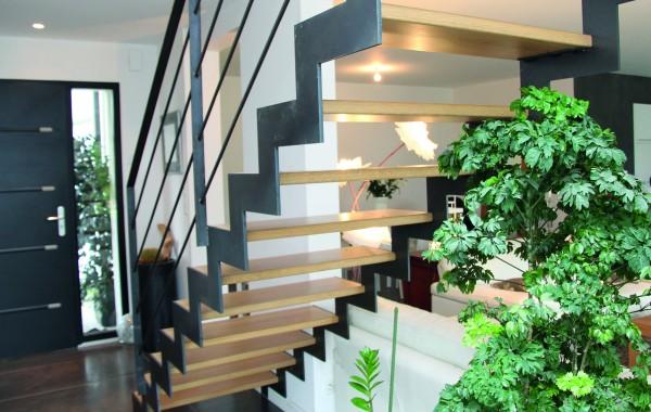 Escalier mixte en bois avec garde corps en inox