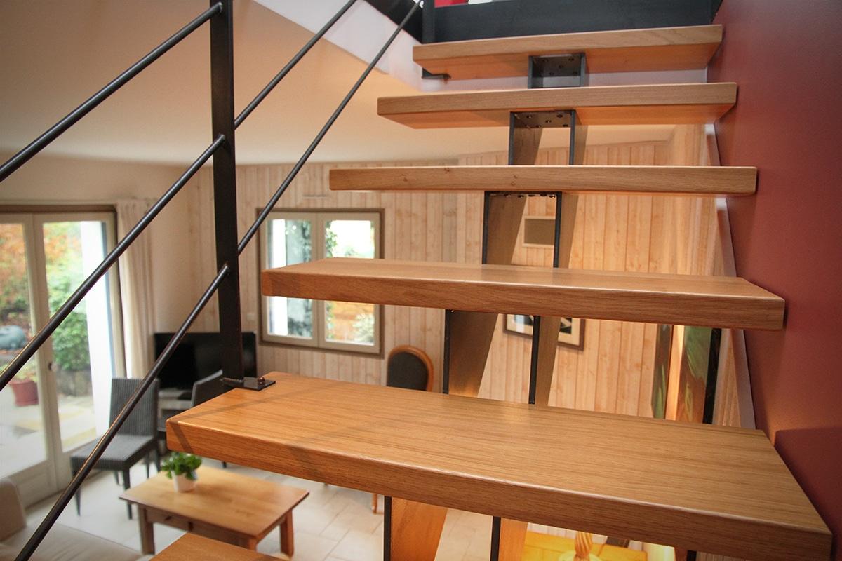 choisissez l 39 escalier sur mesure limon central. Black Bedroom Furniture Sets. Home Design Ideas