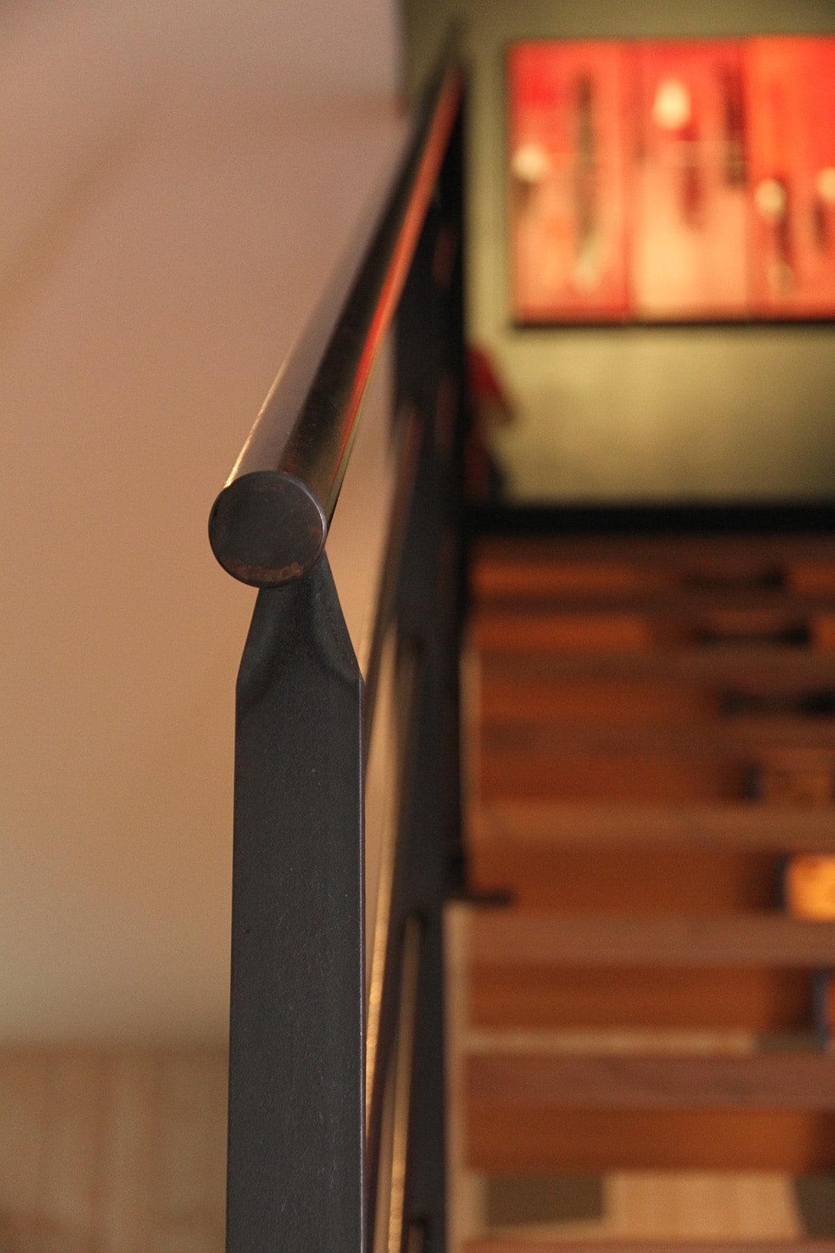 Rampe de métal pour escalier mixte