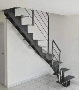 Escalier métal quart tournant limon central