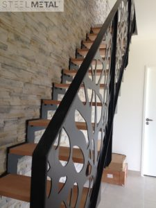 Escalier métal bois avec garde corps et découpe laser