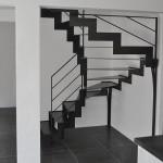 Escalier metal avec garde-corps design