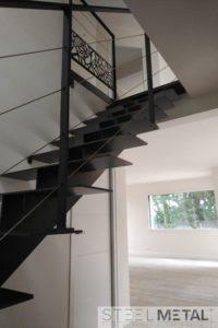 Escalier droit métal - limon central double