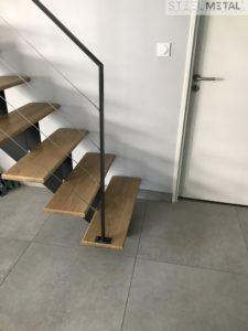 escalier metal et bois droit avec garde-corps en cables