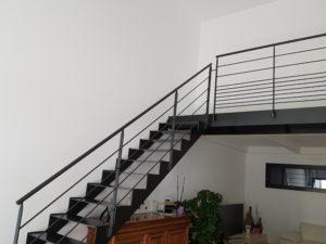 Escalier métallique droit sur mesure