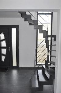 escalier acier avec limons lateraux
