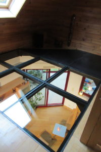 Plancher de verre et métal