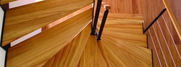 Escalier tournant en bois réalisé par Steel Metal