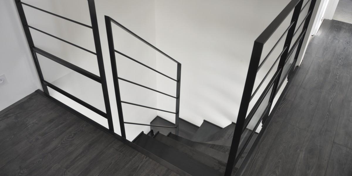 escalier en métal dans le morbihan vu d'en haut
