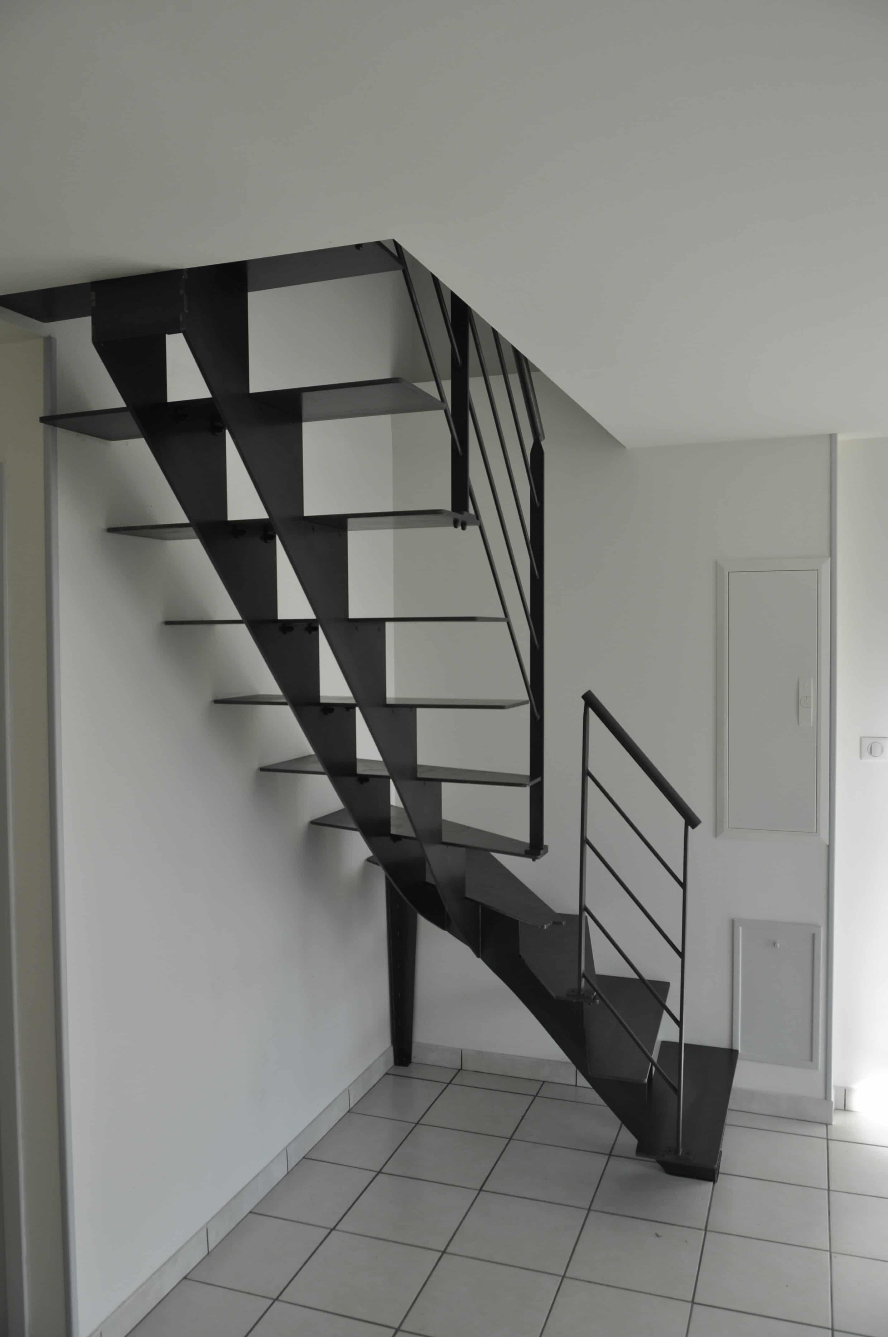 escalier en métal dans le finistère vue globale