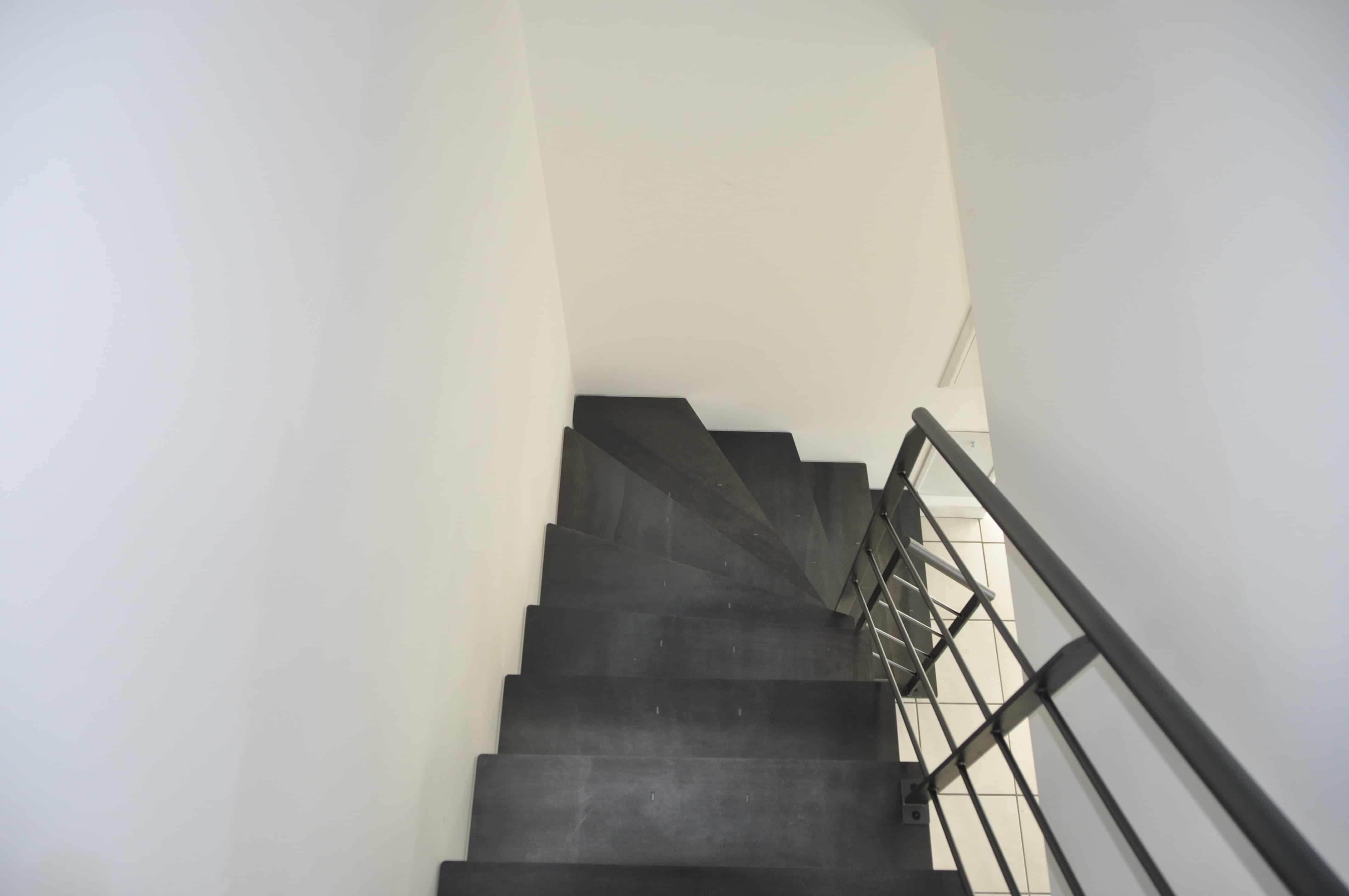 escalier en métal dans le finistère vu d'en haut