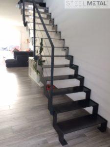 Escalier métal droit aérien