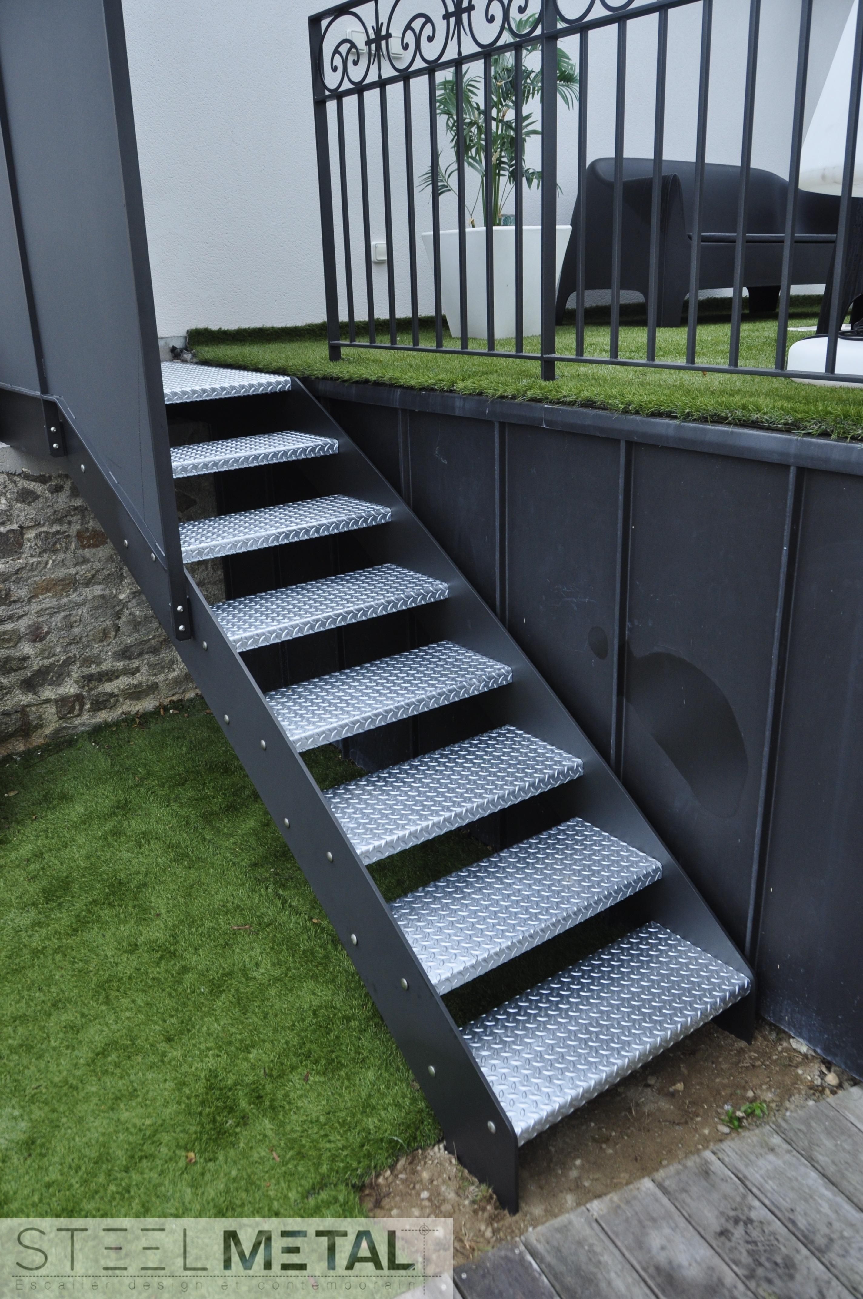 escalier ext rieur en m tal steelm tal. Black Bedroom Furniture Sets. Home Design Ideas