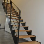 Escalier métal bois droit et moderne