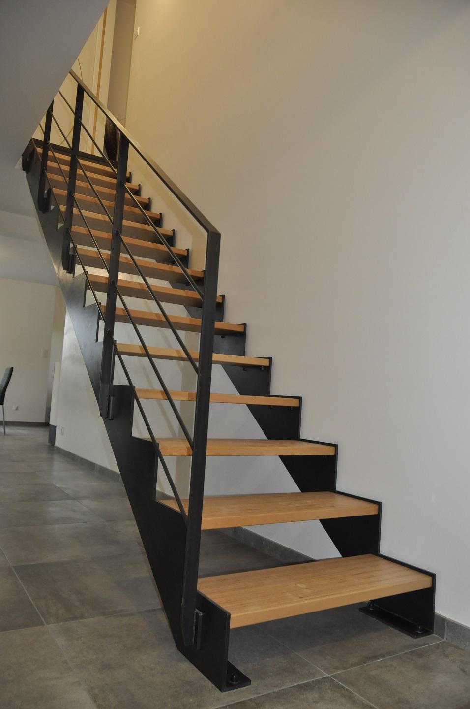 escalier droit metal et bois. Black Bedroom Furniture Sets. Home Design Ideas