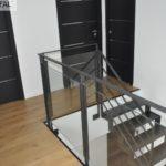garde-corps intérieur moderne en verre