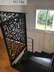 escalier métal deux quart tournant et garde-corps à l'étage