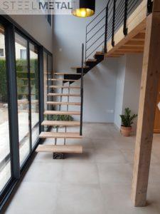 Escalier métal quart tournant limon central double et marches bois