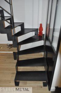 Escalier métal quart tournant limon extérieur