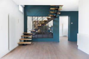 Escalier 2/4 tournant marches bois