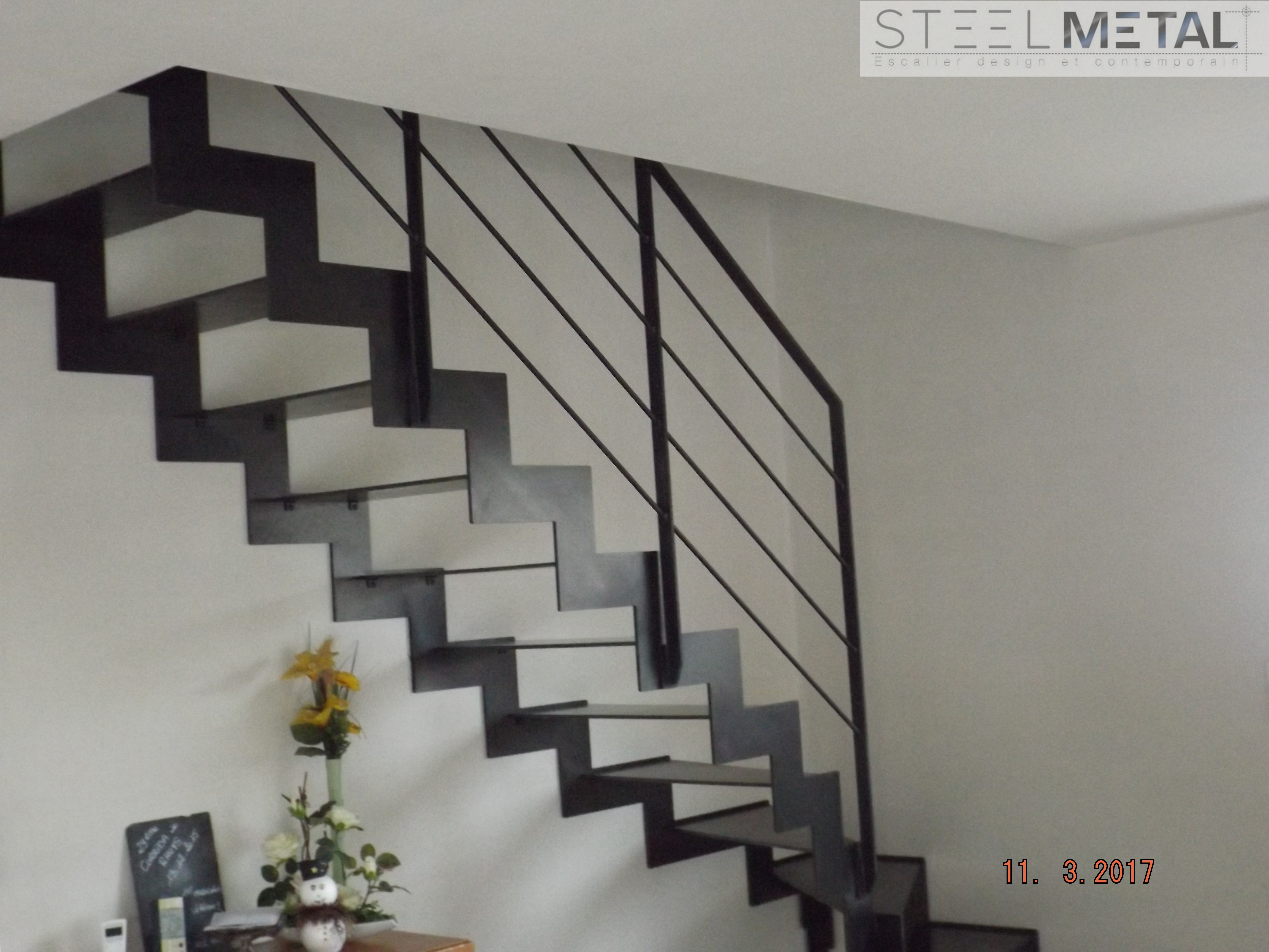 escalier quart tournant en m tal bois fabrication sur. Black Bedroom Furniture Sets. Home Design Ideas
