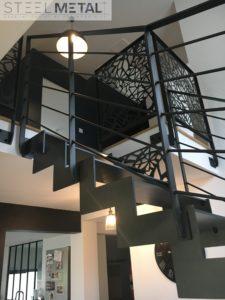 escalier métal deux quart tournant avec découpe laser