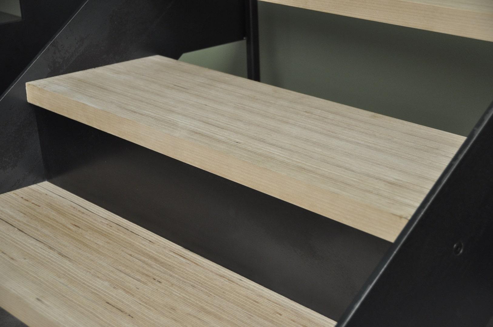 escalier en bois baubuche steelm tal. Black Bedroom Furniture Sets. Home Design Ideas